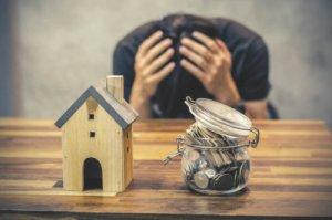 最終手段?払えなくなった借金を放置したまま逃げ切ることはできる?