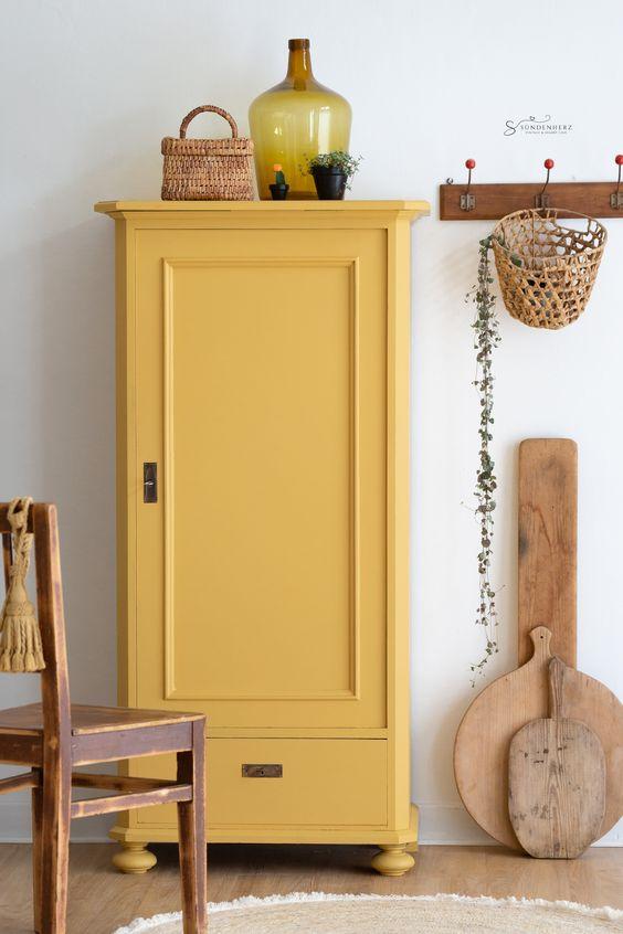 giallo per i mobili di casa