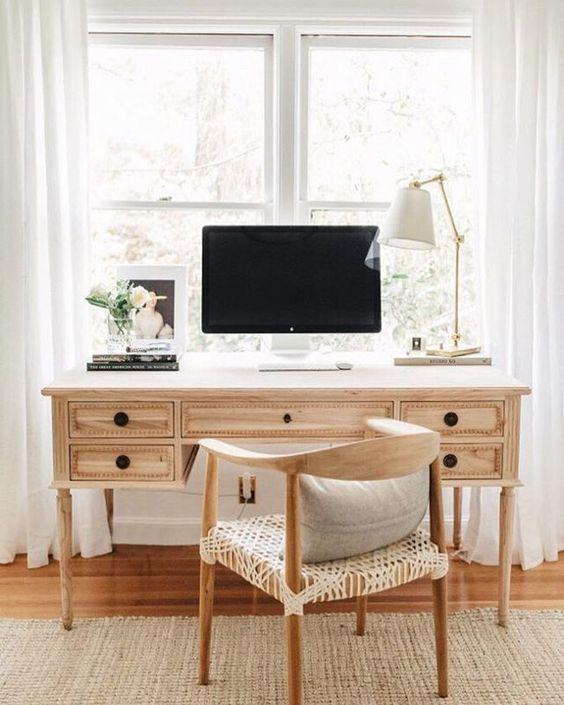 Lampada da tavolo per l'home office in soggiorno