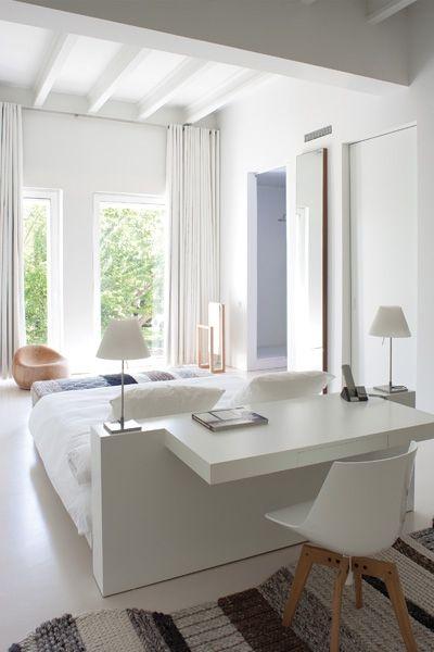 Piccola scrivania per la camera da letto