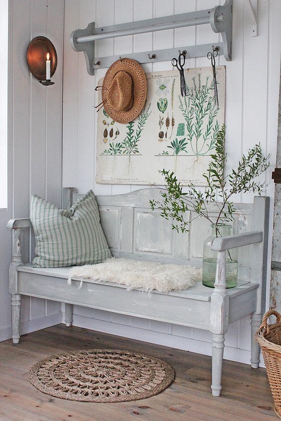Ingresso in stile farmahouse con decorazione botanica