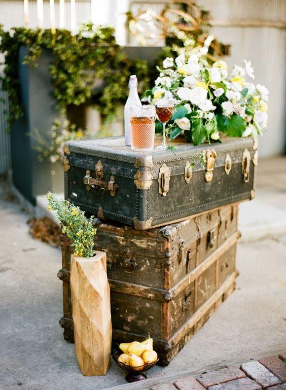 Vecchi bauli per la decorazione del matrimonio