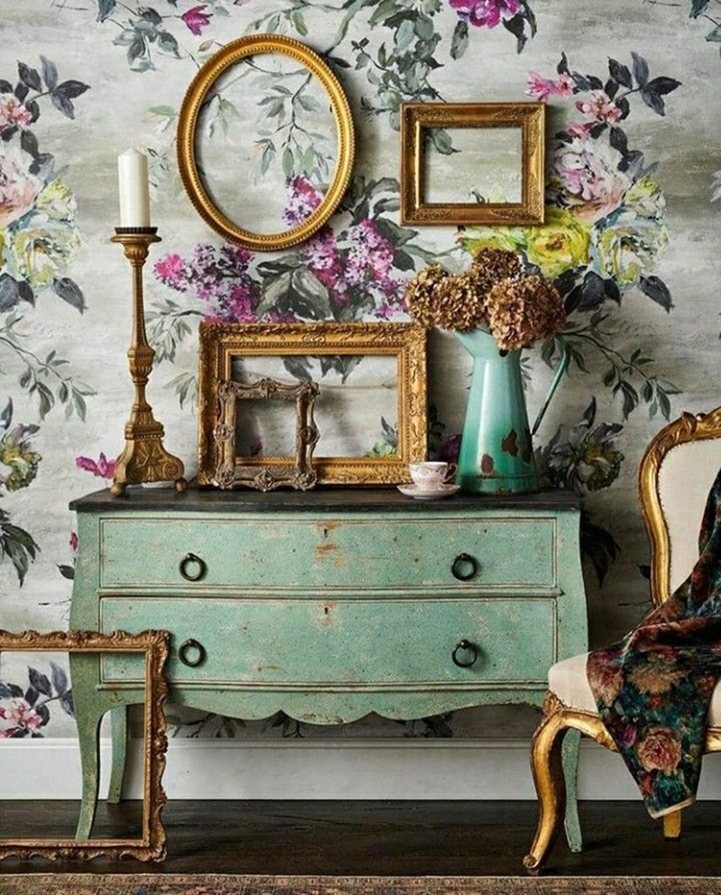 Pareti Con Cornici Diverse decorare le pareti con cornici vintage