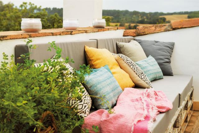 Seduta da giardino con cuscini
