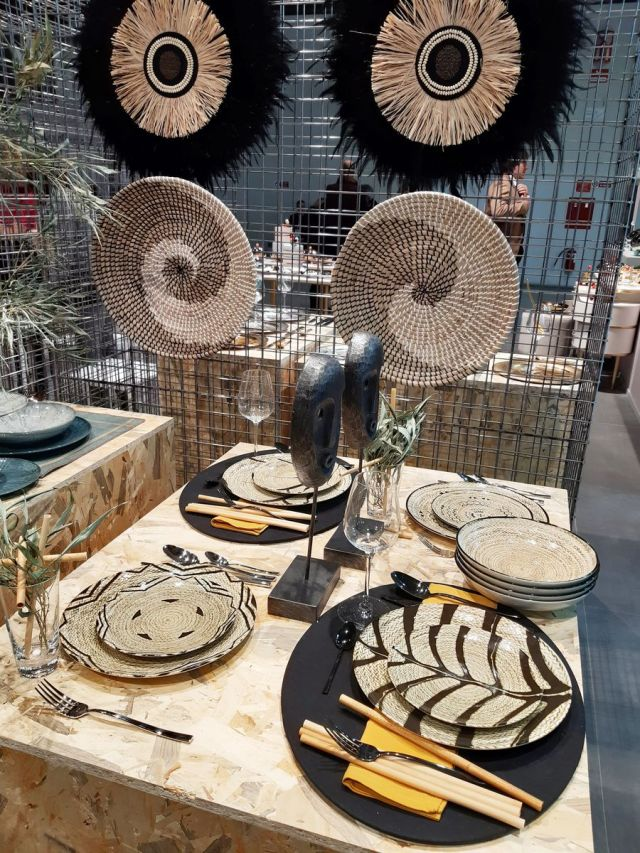 Tribal mood dinnerware