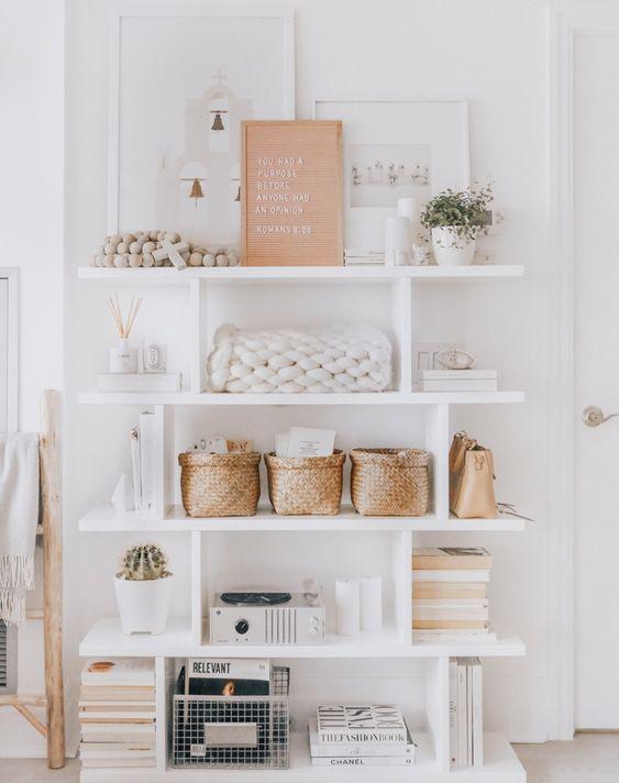 Libreria a scaffale aperto con soluzioni contenitive soluzioni