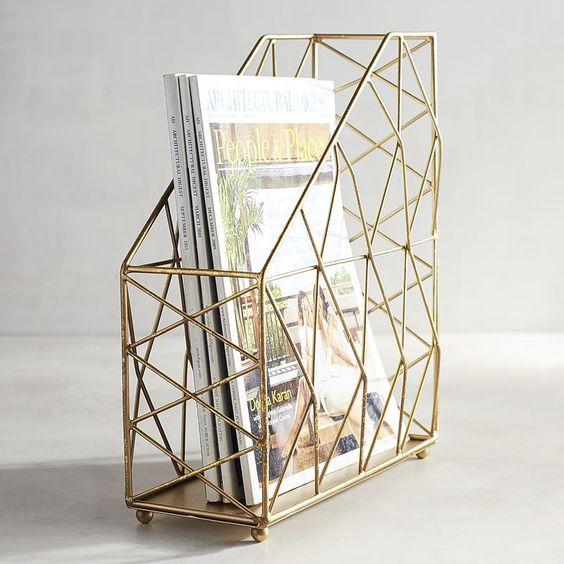 Un porta riviste decorativo per fare decluttering senza dimenticare lo stile