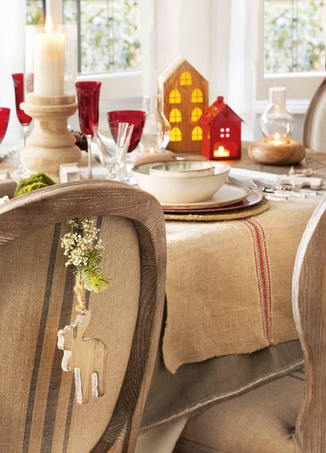 Sedie personalizzate per il Natale in rosso, rustico e vintage