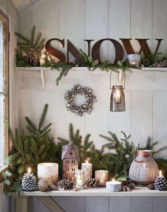 Mensole personalizzate con decorazioni natalizia | Ph. via Designmag