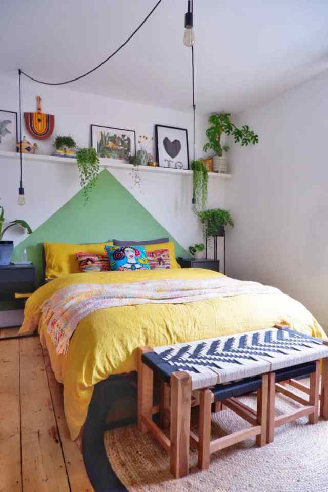 Una testata del letto creata con il colore