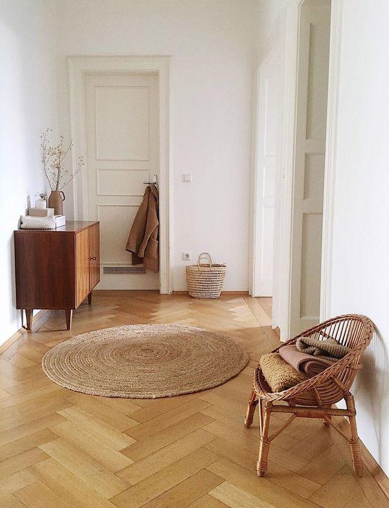Intrecci naturali su sedute, mobili e tappeti