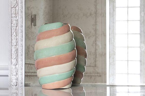 Chou Vase progettato Pierre Gonalons per Manufacture des Emaux de Longwy 1798