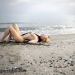 MIS FETICHES: ELYSA NUDE ON A BEACH III