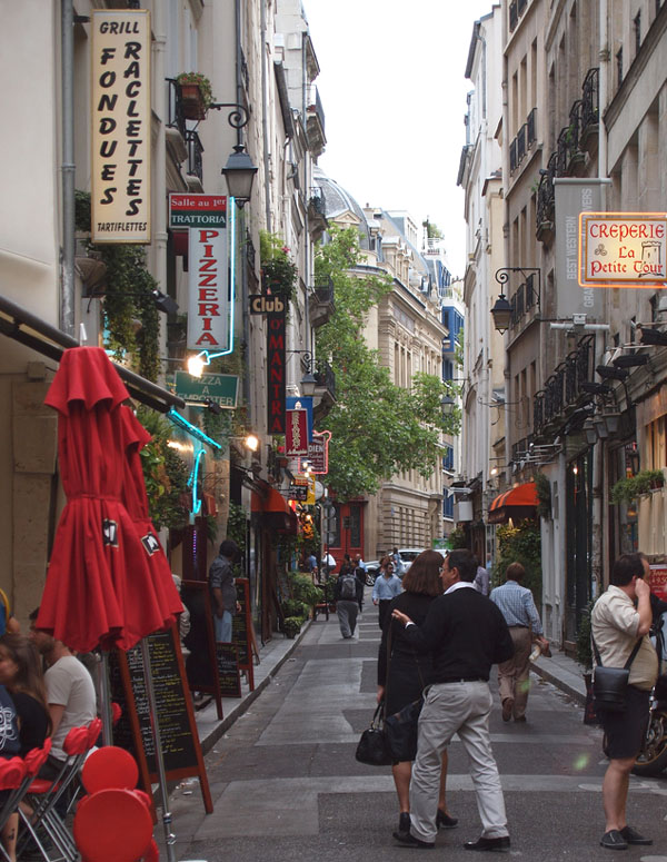 Paris_narrow_street