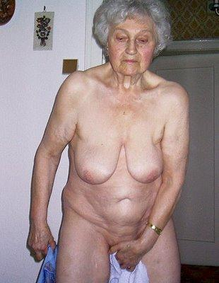 naked mature couples posing