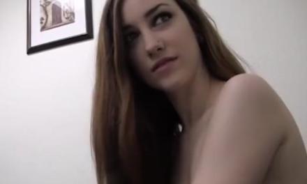 Daisy heeft werk nodig; casting voor een pornosite