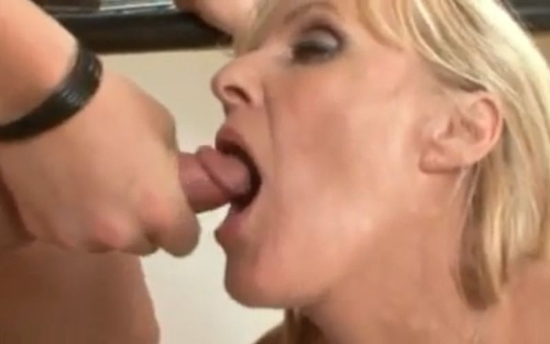 sex op het aanrecht oma wil zaad