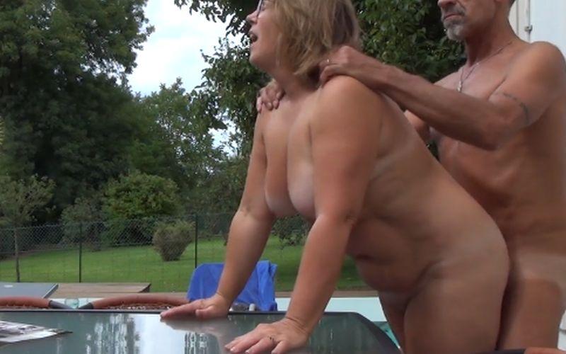 Achtertuin sex video