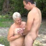 BBW oma met hele dikke tieten heeft buitensex met jonge man
