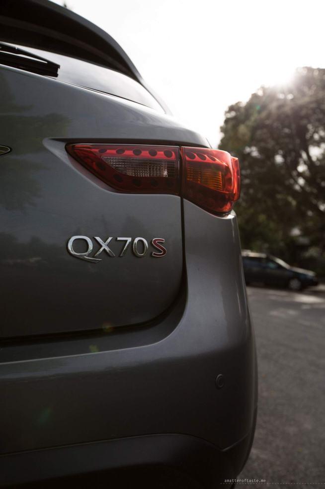 Infiniti-QX70-S-Design-back-name