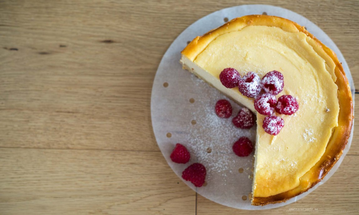 ricotta cheesecake raspberries lemon top view