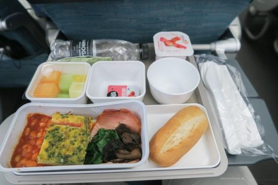 Cathay Pacific CX134 economy breakfast