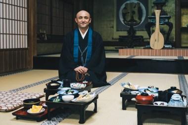 Japan-templelodging-priest