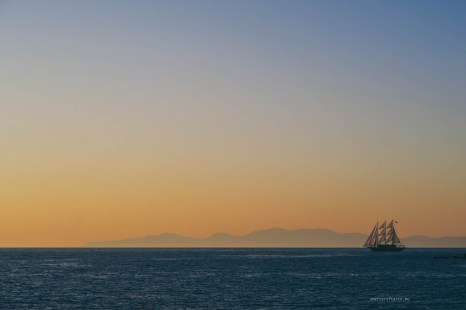 sailing-sunset-santorini-07