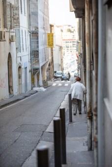 sidewalks footpaths in Marseille old town