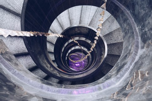 w-hotel-bangkok-11-spiralstaircase