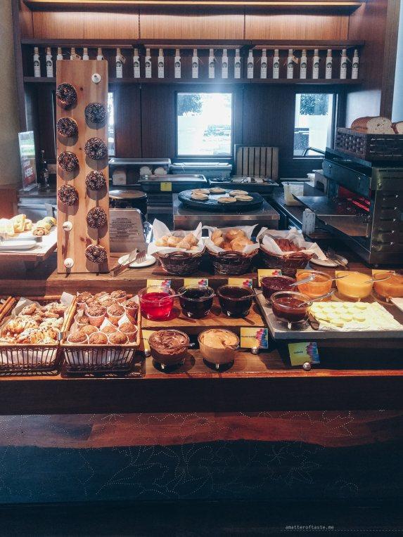 w-singapore-kitchen-breakfast-bakery