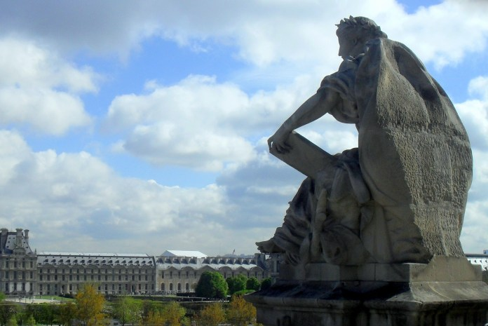 This statue atop the Musée d'Orsay gazes across the sea of Parisian males whose beards give daily hope to the hirsuite.