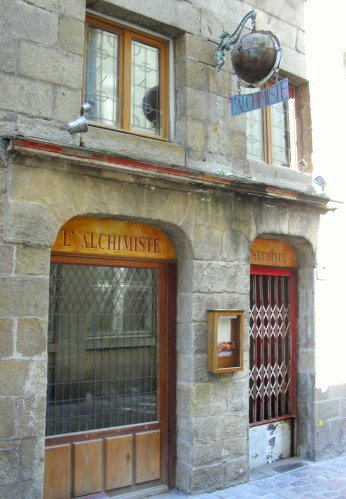 L' Alchimiste bar in St Malo may not have the Philosopher's stone, but it can concoct a range of other potions to your liking.