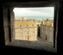 Through the window of the town hall you can see the wonderful orange lichen that vivifies the St Malo rooftops.