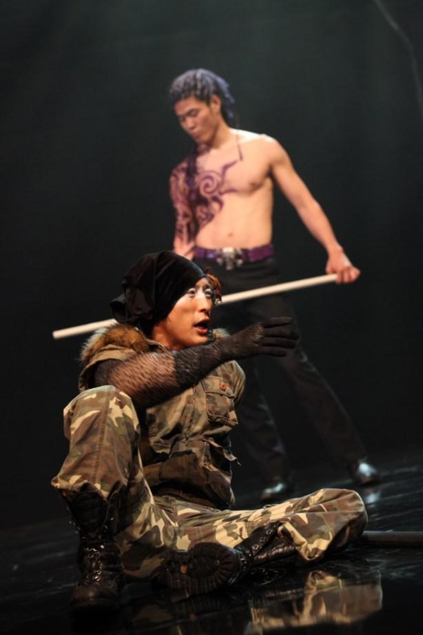 『旅がはてしない』舞台写真@東京芸術劇場 小ホール1 2009.07