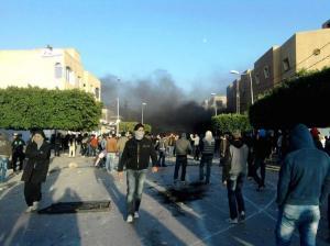 tunisie sidi bouzid 300x224 Amazigh :  Les émeutes en Tunisie continuent : Sidi Bouzid