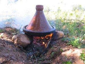 tagine berbere amazigh n tmazirt 300x224 Amazigh recette : le  tajine de foie aux œufs du Maroc