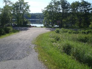 Access point to Crystal Pond