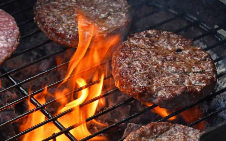 How to Grill A Safe But Juicy Burger