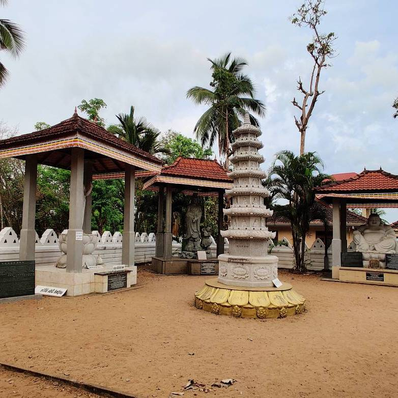 New Japanese style statues at the Attanagalla Raja Maha Viharaya