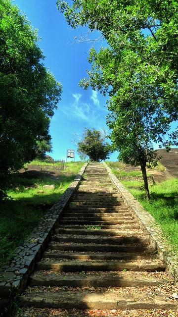 Steps towards Bandagiriya Rajamaha Viharaya