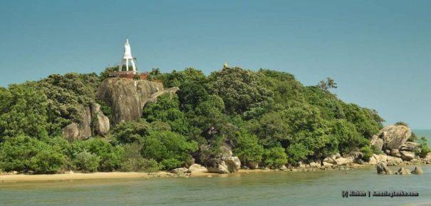 Pashana Pabbatha Rajamaha Viharaya - view from the other side of the lagoon