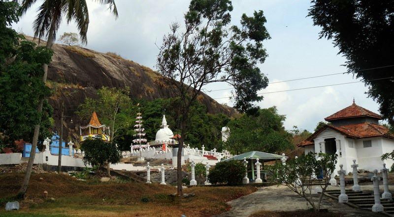 Kadiragala Rajamaha Viharaya - The temple at the bottom
