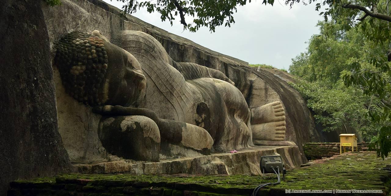 Reclining Buddha Statue at Thanthirimale Rajamaha Viharaya Stupa
