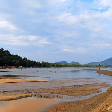 Where the Gal Oya disappears to the Senanayake Samudraya