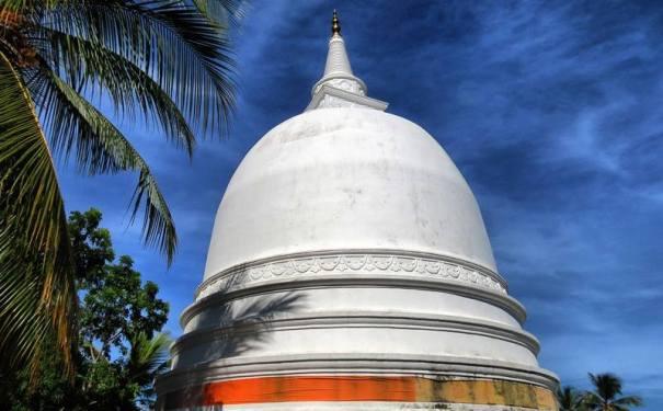 The stupa of Ambalanthota Galenda Rajamaha Viharaya