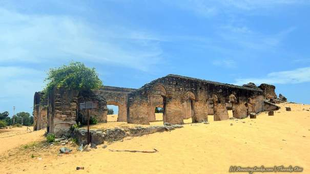 Ruins of the Manalkadu Dutch Church in Jaffna - යාපනය මනල්කඩු පුරාණ ඕලන්ද පල්ලිය ගොඩනැගිල්ල නටබුන්