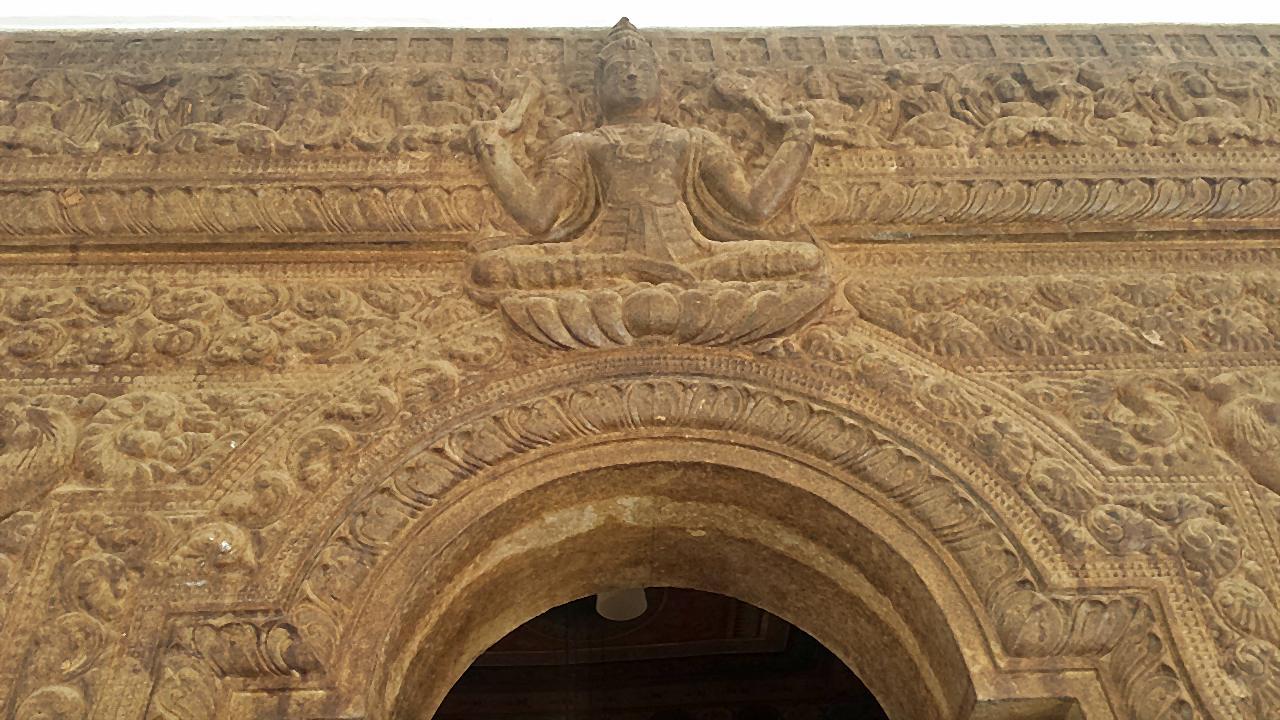 highly detailed wood door frame used at the new image house at Wattarama Sri Arahantha Maliyadeva Rajamaha Viharaya