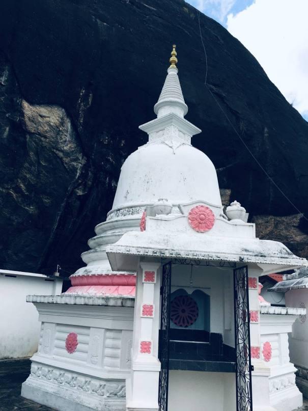 මාලදෙණිය පුරාණ විහාරය Maladeniya Purana Vihararya