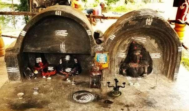 අකිතමුරිප්පු (තේක්කම) පත්තිනි දේවාලයේ පැරණි නටබුන් - Ruins at Akithamurippu (Thekkama) Paththini Devalaya